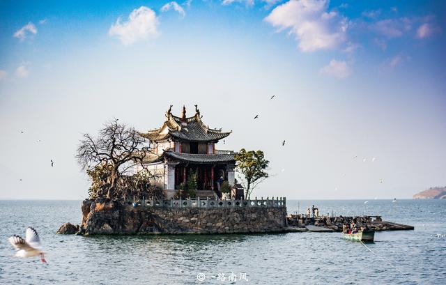 旅行柚子君▲云南最迷你的旅游胜地,面积只有一百平方米,很多游客专程来打卡