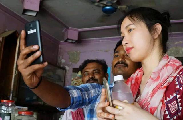 中国女孩去印度旅游,吃饭消费了80元被当地人围观这是怎么回事呢