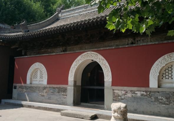 老外用10年时间,在故宫边修了一座寺庙,不收门票免费开放